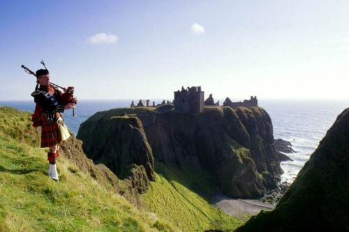http://www.dailyrecord.co.uk/news/scottish-news/scotlands-castles-gallery-1291424